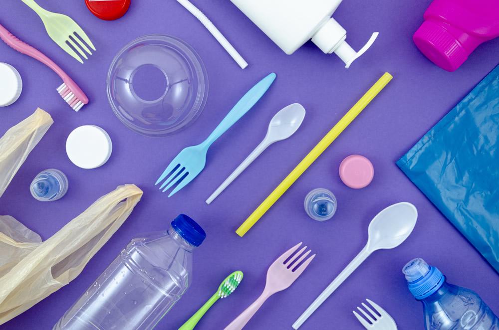 Reforma para disminuir impacto ambiental de plásticos desechables
